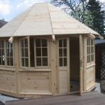 Pavillon aus Holz gebaut
