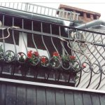 dekorierte Balkongeländer