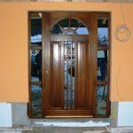 ästhetische Holztür mit Verglasung