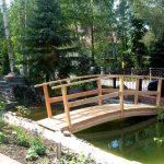 Brücke über einen Teich